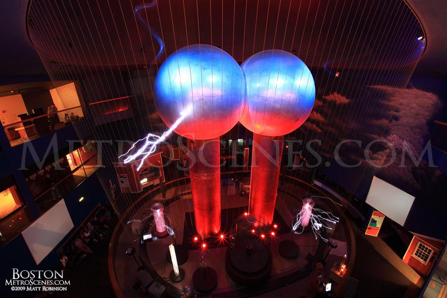 World's Largest Van De Graaff Generator at the Boston Museum of Science