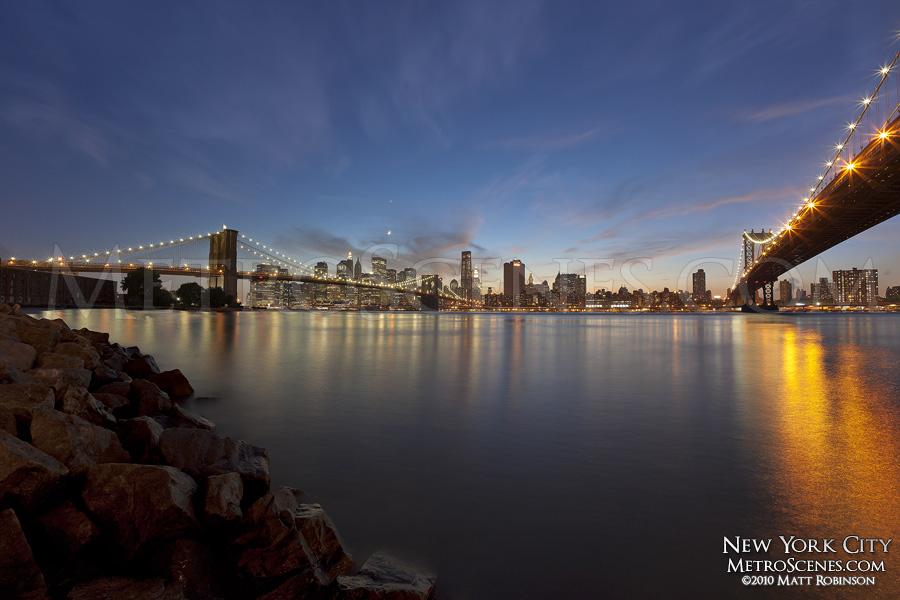 NYC between the Brooklyn and Manhattan Bridges