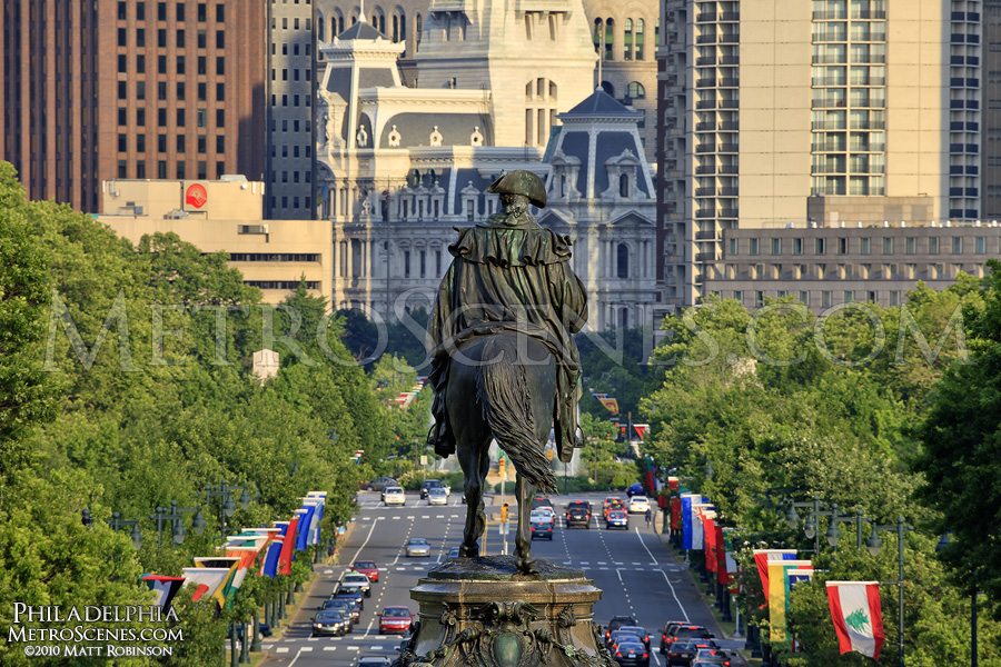 Washintgon Monument surveys Ben Franklin Parkway